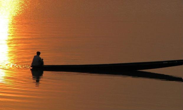 Imagem de homem em barco (Foto: Free Images)